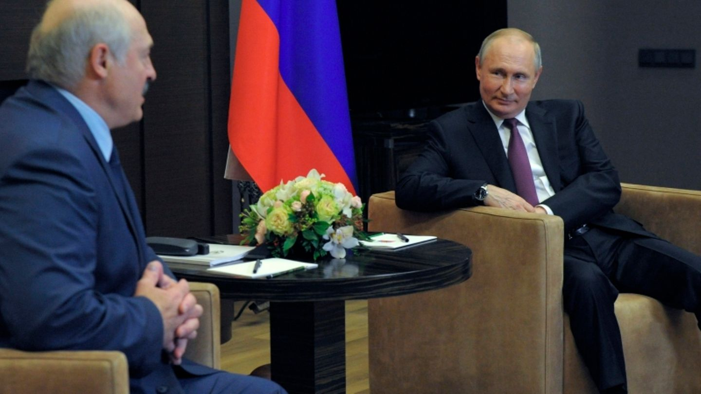 Wladimir Putin (r.), Präsident von Russland, beim Treffen mit Alexander Lukaschenko, Präsident von Belarus in Sotschi