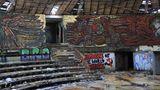Doch längst ist das Innere des Denkmals Opfer von Vandalismus geworden.