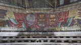Neben neueren Graffitis sindauch noch dieMosaike aus der Zeit des Sozialismus erhalten.