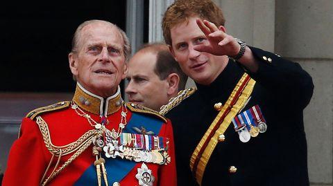 Prinz Philip und Prinz Harry im Jahr 2014 bei der Geburtstagsparade für die Queen