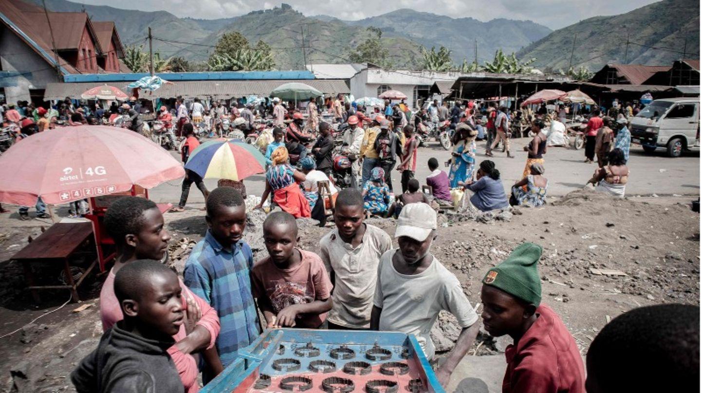 Goma: Menschen, die vor dem ausbrechenden Vulkan geflohen sind, leben in improvisierten Lagern