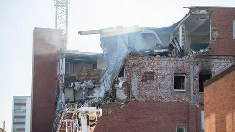 Große Explosion in einem Haus in Hamburg – ein Verletzter, Gebäude stark beschädigt.