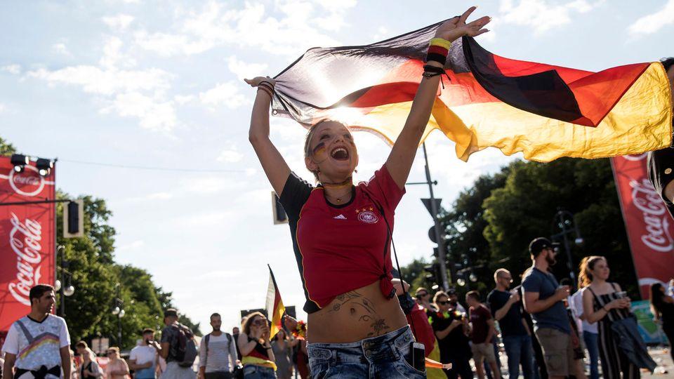 An vielen Orten verwandelte sich Deutschland in diesem Sommer in ein schwarz-tot-goldenes Fahnenmeer
