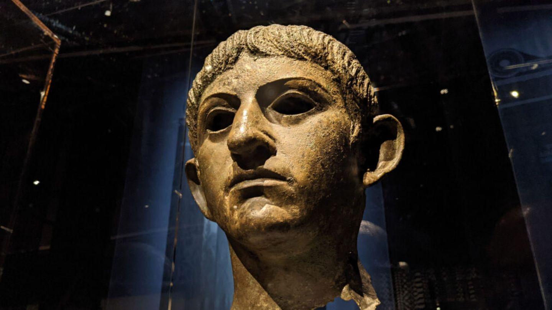 Nero soll ein schöner und strahlender Jüngling gewesen sein.