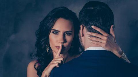 Paar mit Geheimnissen