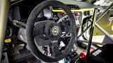 Das Cockpit ist ein Mix aus Rennsport und Serie