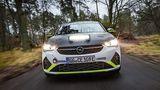 Das Fahrwerk ist beim Opel Corsa e-Rallye deutlich anders abgestimmt, als beim Serienmodell