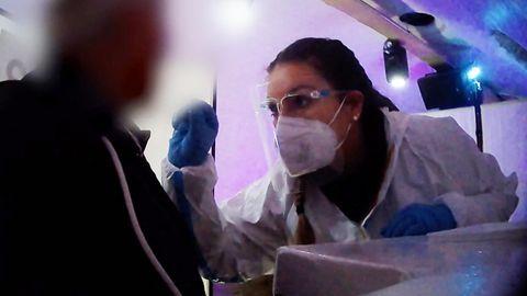 Reporterin arbeitet undercover im Testzentrum: Wie sicher sind die Corona-Ergebnisse?