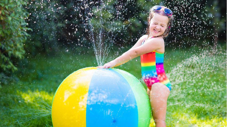Wasserspielzeug ist im Sommer besonders beliebt