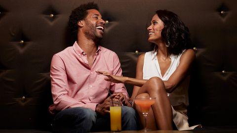 Flirten in glamourösem Ambiente – so stellt man sich Datingshows im TV vor (Symbolbild)