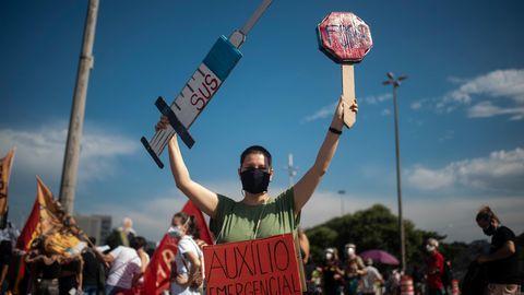 In Rio de Janeiro protestieren Tausende gegen den Mangel an Impfstoffen