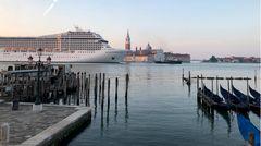 """Bild 1 von 11der Fotostrecke zum Klicken: Am Morgen des 3. Junipassiertdas Kreuzfahrtschiff """"MSC Orchestra"""" den Giudecca-Kanal in Venedig."""