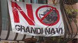 """""""Comitato No Grandi Navi"""":Diese Vereinigungsetzt sich seit Jahren für ein sofortiges Durchfahrverbot durch den Giudecca-Kanal für große Kreuzfahrtschiffe ein."""
