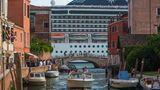 Symbol für Overtourism: Kreuzfahrtschiffe in Venedig