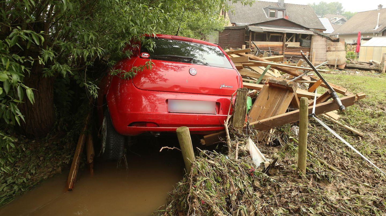 Hennef: Schweres Unwetter spült Auto in einen Bach
