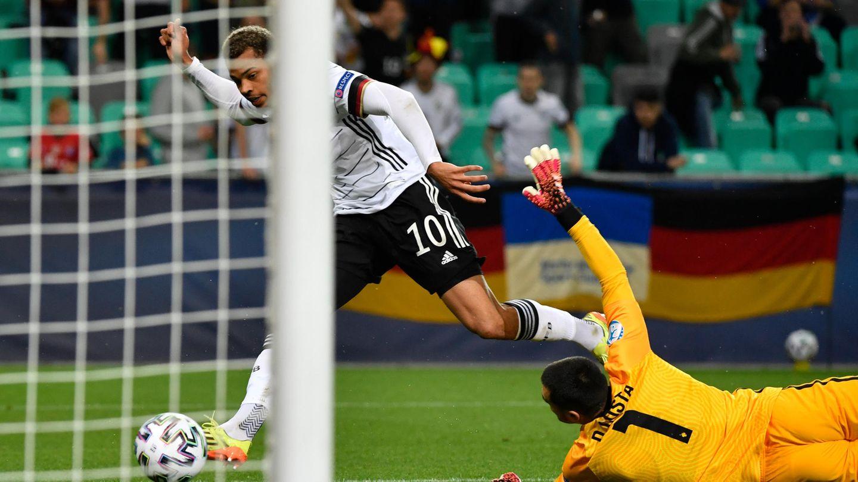 Lukas Nmecha trifft zum 1:0 für Deutschland im Finale der U21-EM