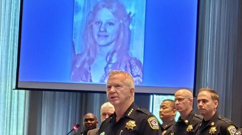 Der Polizeichef von Naperville, Robert Marshall, berichtet über die Festnahme im MordfallJulie Ann Hanson