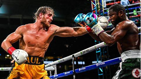 YouTuber Logan Paulkämpft im Hard Rock Stadium in Miami gegen den bislang ungeschlagenen Box-Champion Floyd Mayweather
