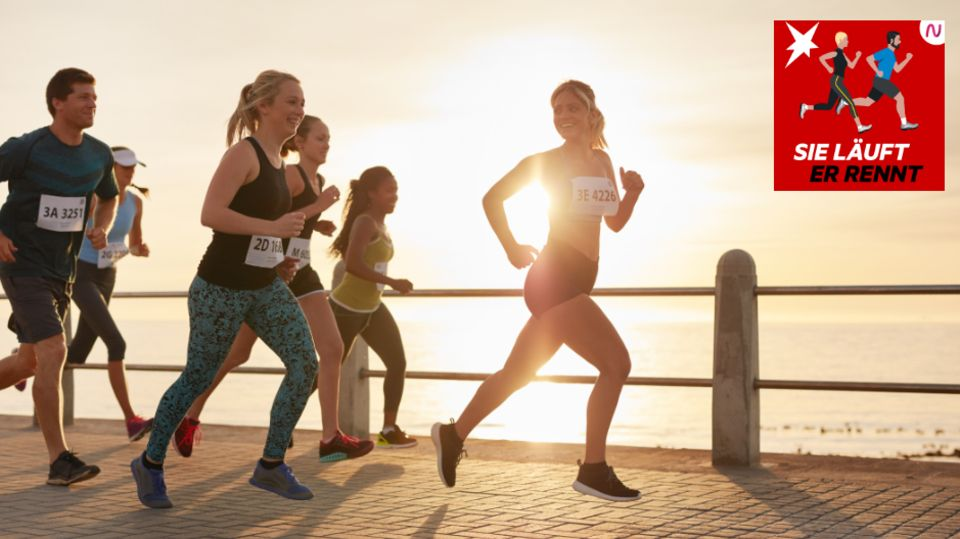 Läuferinnen und Läufer joggen am Ufer