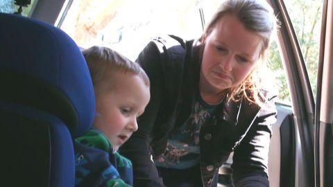 Endlich Ordnung im Auto: Familie testet Aufräum-Lösungen für die Sitze