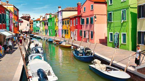 Farbenfroh: Die Häuser auf Burano sind deshalb so bunt angemalt, damit auch müde oder betrunkene Fischer leicht nach Hause finden – so die Legende