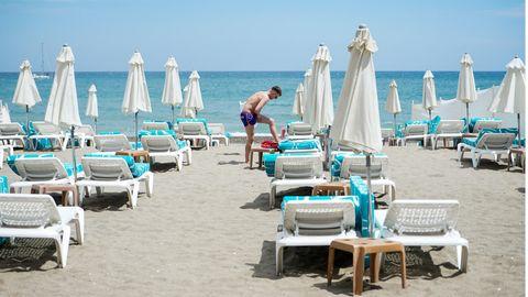 Am Strand vonTorremolinos:Die meisten der teils sehr strengen Beschränkungen waren in Spanien mit dem Ende des Corona-Notstandes am 9. Mai 2021 ausgelaufen.