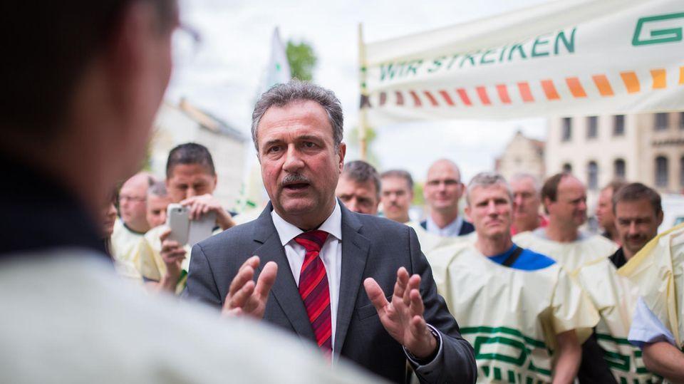 GDL-Chef Claus Weselsky beim Streik der Lokführer-Gewerkschaft 2015