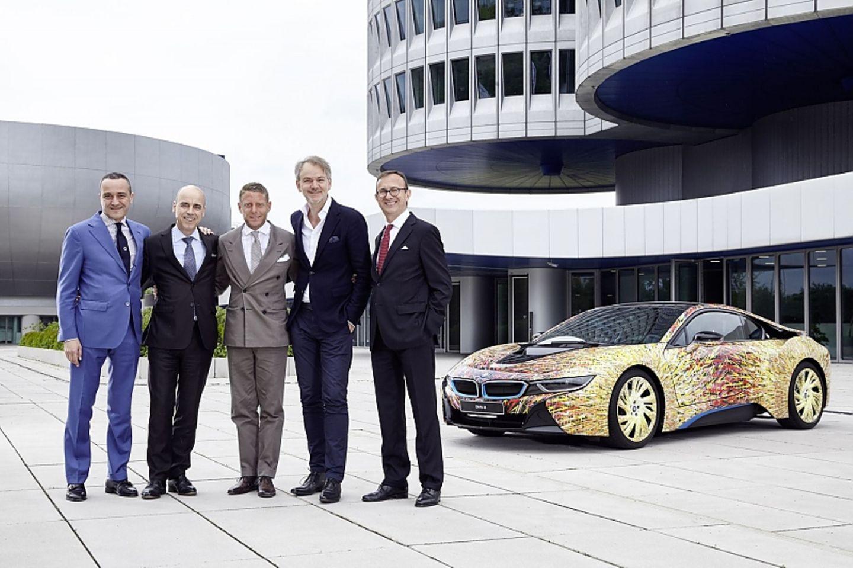 BMW i8 Futurism Edition (von links) Lorenzo Landini, Dr. Nicolas Peter, Lapo Elkann, Adrian van Hooydonk, Sergio Solero