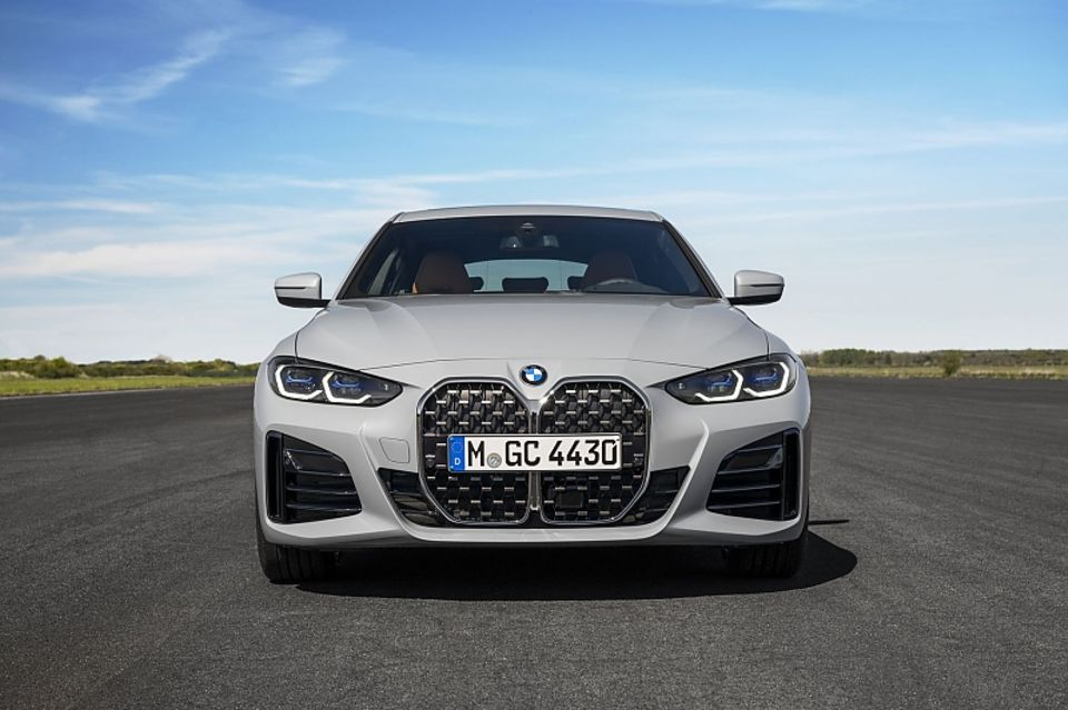 The front with the distinctive kidney grille is identical to that of the other models in the 4-series