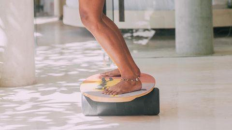 """Trend """"Balance-Board"""": So trainieren Sie spielerisch Ihren Gleichgewichtssinn"""