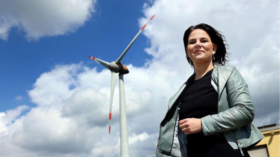 Kanzlerkandidatin Annalena Baerbock geriet durch zu spät gemeldete Einnahmen und unpräzise Angaben zu Mitgliedschaften unter Druck