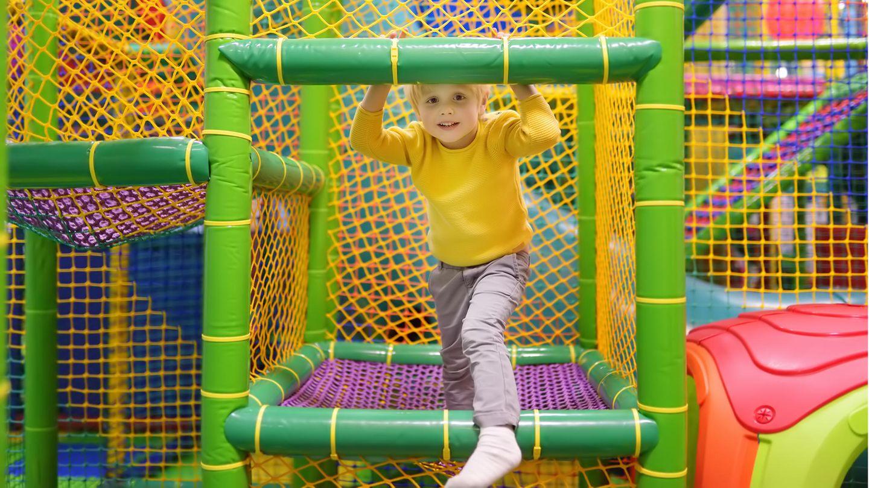 Kinder lieben Klettergerüste
