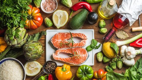 Der Cholesterinspiegel kann sich mit der richtigen Ernährung senken lassen.