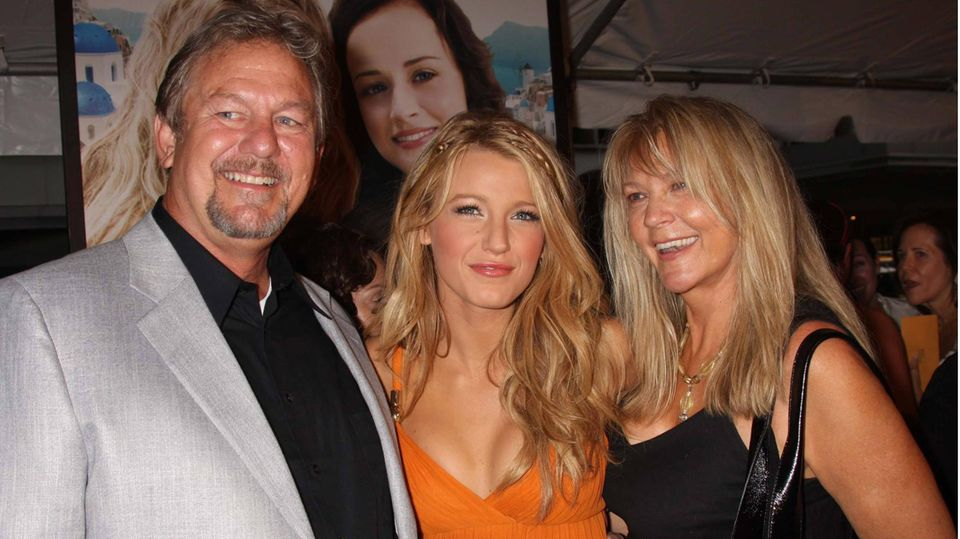 Vip News: Blake Lively mourns her father, Ernie