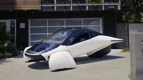 """Elektroauto """"Sol"""": Der Akku des Fahrzeuges wird von der Sonne geladen."""