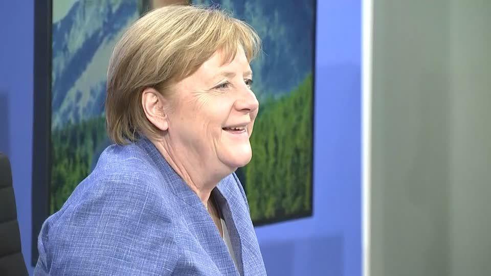 Letzte MP-Konferenz: Merkels ungewöhnlich emotionaler Abschied von den Ministerpräsident:innen
