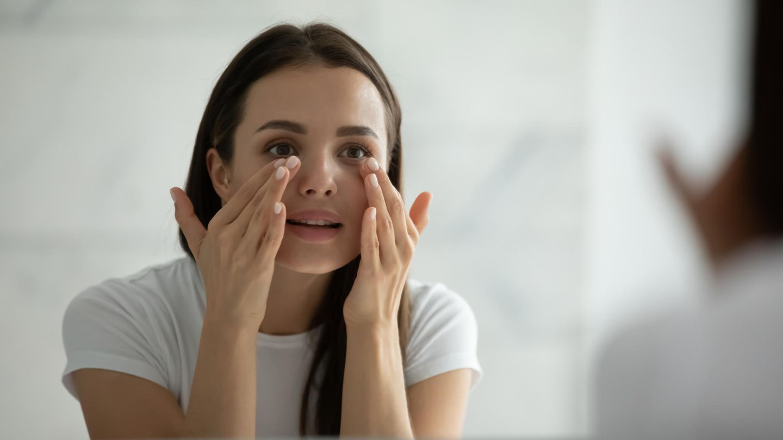 AHA scrubs help the skin regenerate by removing dead skin flakes.