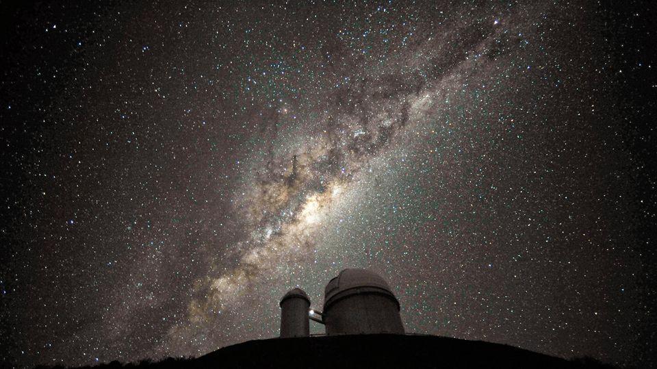 Die Milchstraße über dem Teleskop des European Southern Observatory in La Silla,Chile