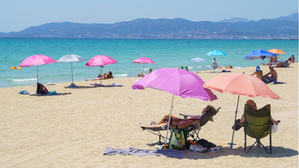 Die ersten Touristen sind zurück: Vorsaison an der Platja de Palma auf Mallorca