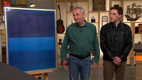 Vater und Sohn Brüggemann stehen im Studio von Bares für Rares neben ihrem vermeintlichen Kunstwerk?