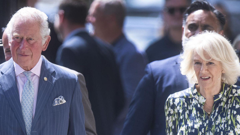 Prinz Charles und seine Frau Camilla an einem sonnigen Tag