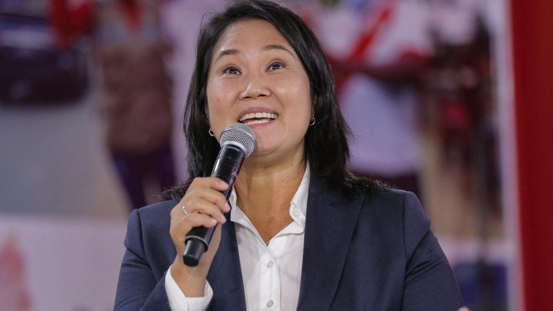 Keiko Fujimori spricht in ein Mikrofon