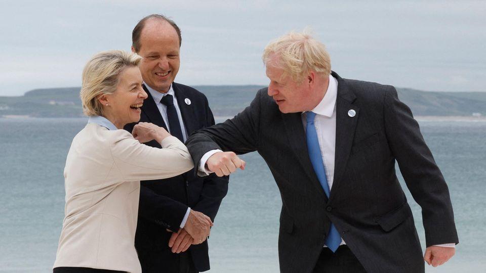 EU-Kommissionspräsidentin Ursula von der Leyen begrüßt den britischen Premierminister Boris Johnson
