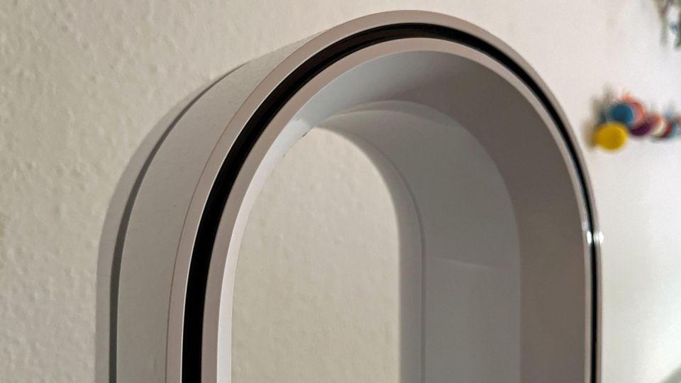 Das Design wirkt futuristisch und minimalistisch