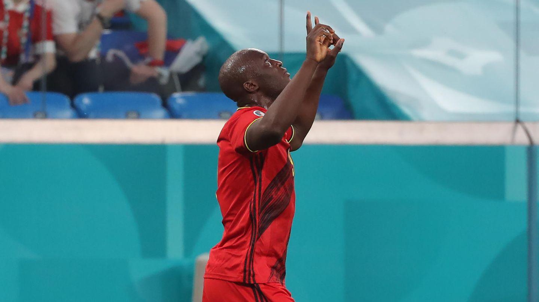 """Romelu Lukaku erzielt den Führungstreffer für die Belgier gegen Russland, läuft zur Kamera am Seitenrand und sendet Christian Eriksen, mit dem er zusammen bei Inter Mailand spielt, einen Gruß: """"I love you, Chris"""""""