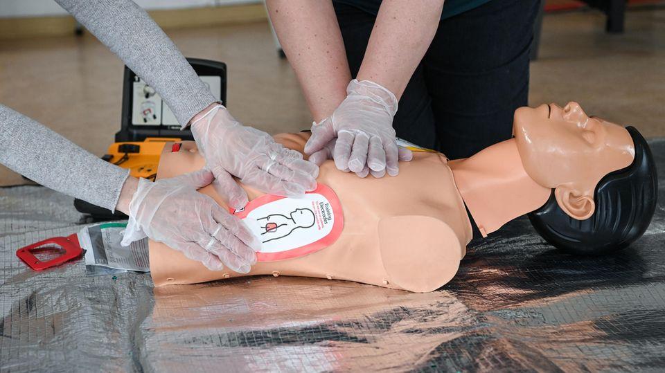 Erste Hilfe: Herzdruckmassage