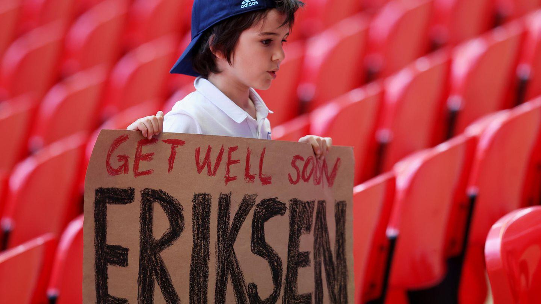 """Im Wembleystadion war der Gruß eines ganz jungen Fans zu sehen. """"Werde bald gesund"""" ist darauf zu lesen"""
