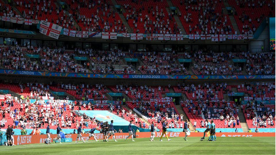 Euro 2021: Zuschauer in Wembley-Stadion abgestürzt