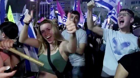 Israel: Netanjahu nach zwölf Jahren abgelöst – Menschen feiern neue Regierung
