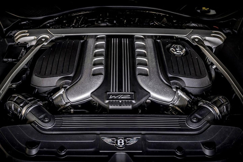 Der W12-Motor leistet 485 kW / 659 PS